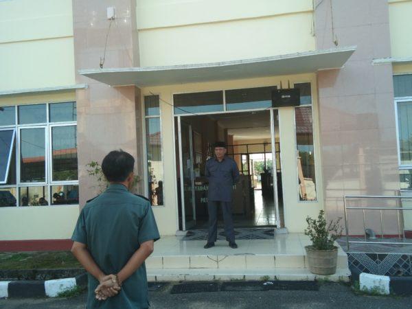 Apel Pagi Senin, Ketua PA Sambas Ajak Seluruh Pegawai Pedomani Maklumat KMA 1 Tahun 2017