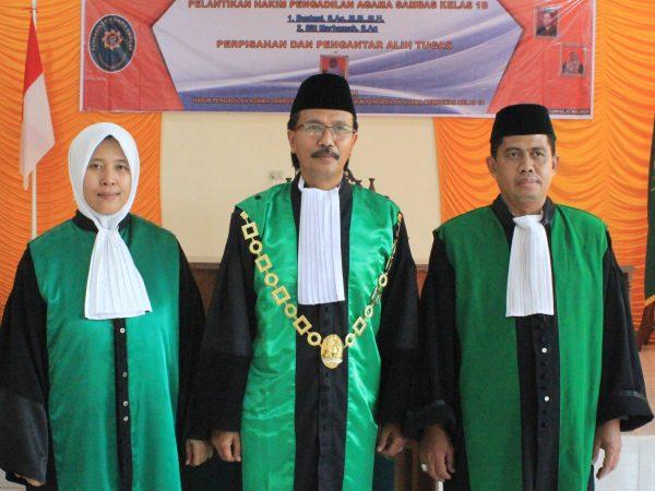 Pelantikan 2 Hakim PA Sambas Sekaligus Dirangkai dengan Perpisahan Suraida, SHI