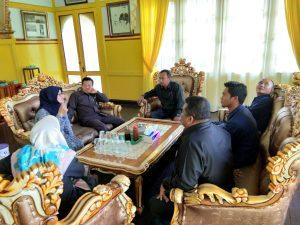 Lakukan Pembinaan dan Pengawasan di PA Sambas, Tim BINWAS PTA Pontianak Disambut di Istana Kesultanan Sambas